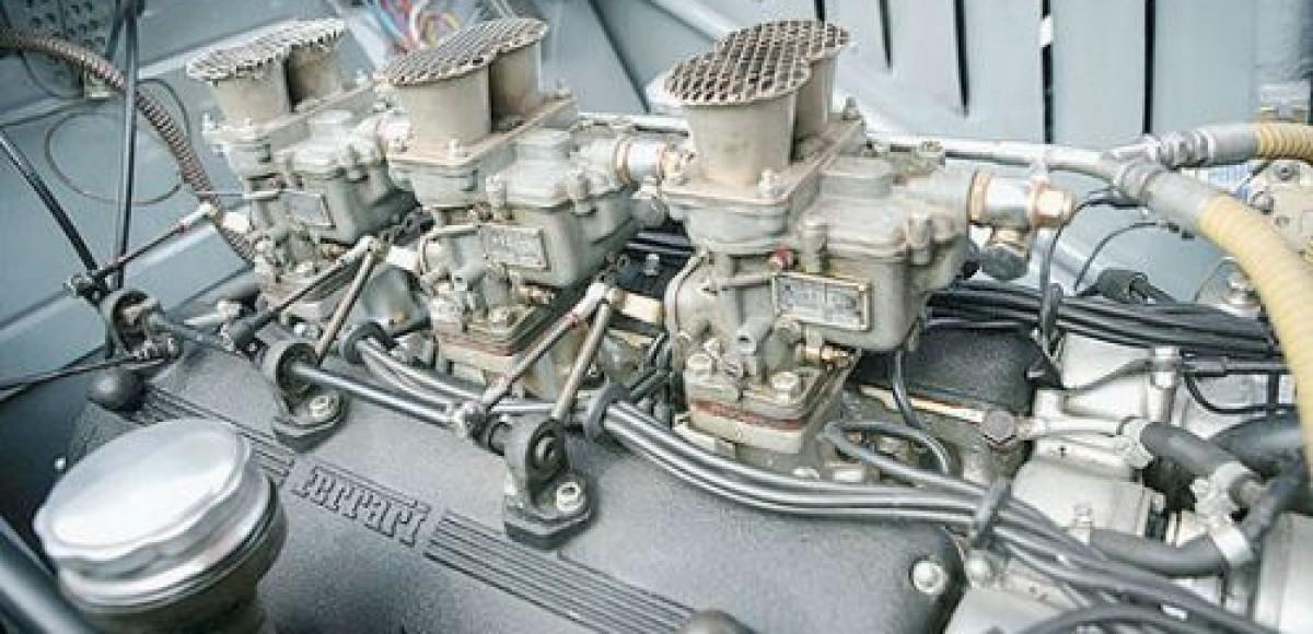 Шум двигателя Ferrari будит сексуальность