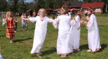 Ивана Купала в Русской деревне «Шуваловка»