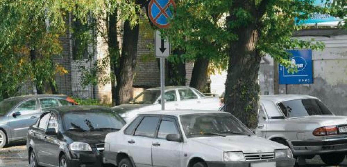 50 машин со спущенными колесами парализовали движение в центре Всеволожска