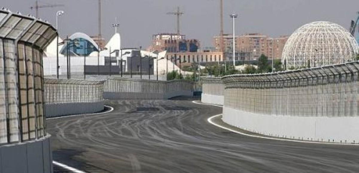 На трассе Валенсии проблемы с асфальтом?
