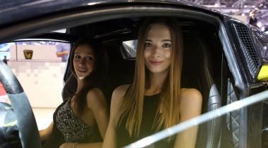 2016-й модельный год: девушки женевского автосалона