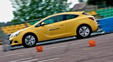 Opel Astra GTC на «неманском кольце». От винта!