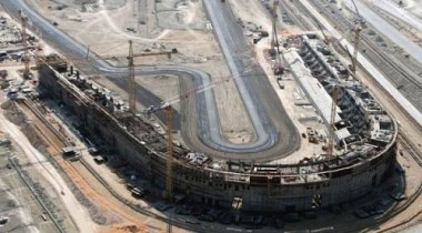 В Абу-Даби на строительстве трассы занято 37000 рабочих