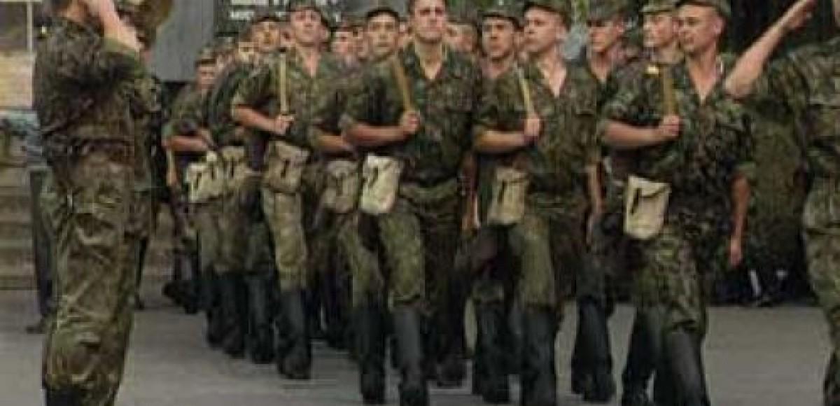 В Ростовской области ВАЗ врезался в колонну солдат