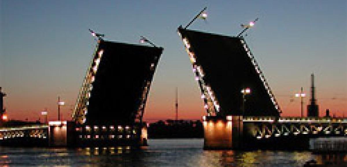 В Петербурге начинается пробная разводка мостов через Неву