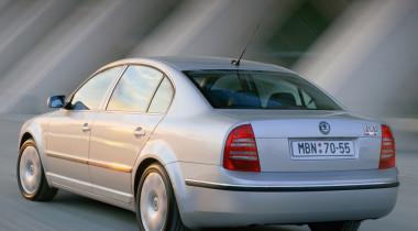 Денег нет, но мы шикуем: зачем «нищие» россияне скупают дорогие автомобили