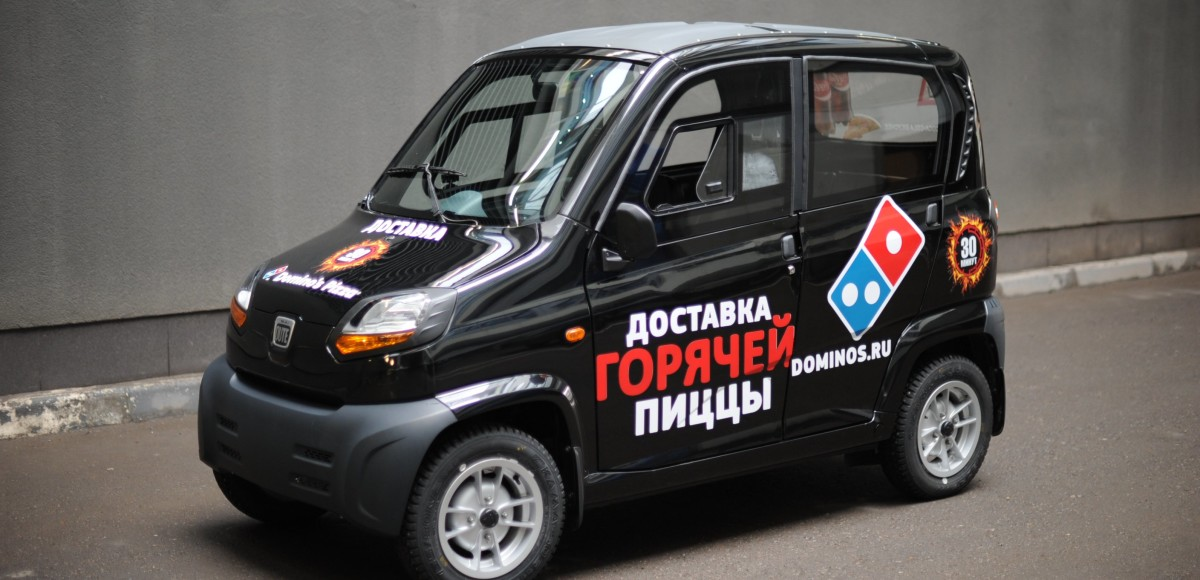 Bajaj Qute доставят пиццу