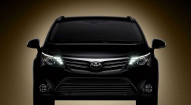 Первое официальное фото обновленной Toyota Avensis