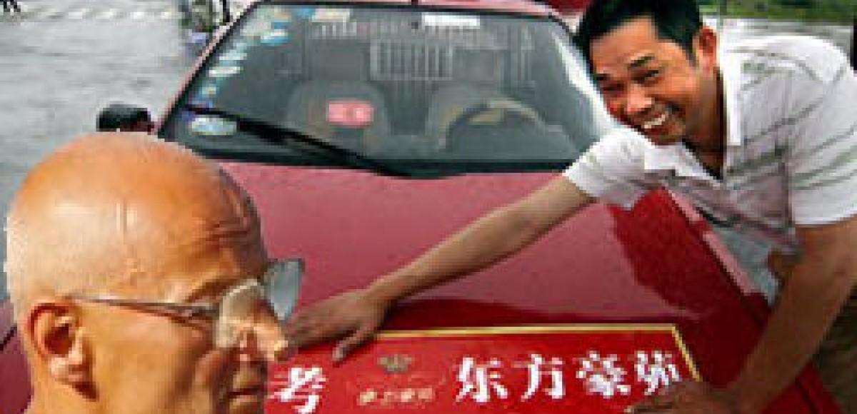 В Пекине запретили лысых и бородатых таксистов