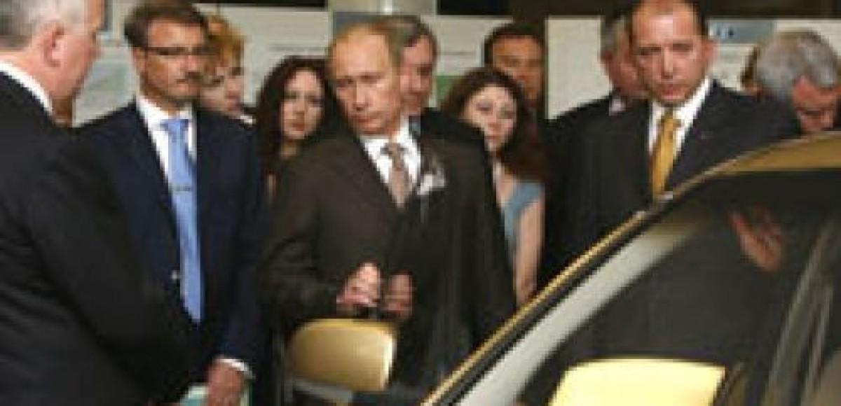 «Единая Россия» готовит акции в поддержку Путина и отечественного автопрома