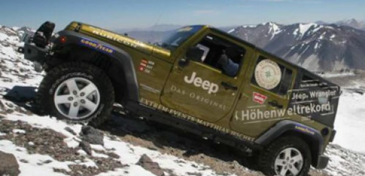 В Jeep Wrangler Unlimited поместилось 32 человека