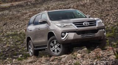 Бензиновый Fortuner: в России появилась самая дешевая версия рамного внедорожника Toyota