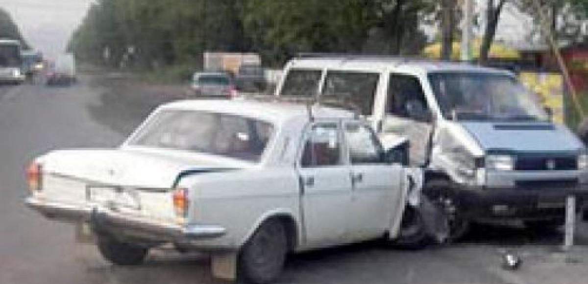 Столкнувшиеся «легковушки» и грузовик заперли движение на Ленинградском шоссе