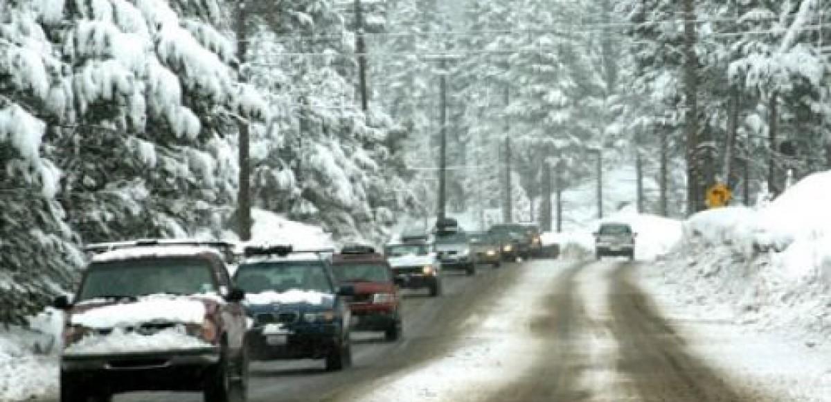 Снегопад осложнил дорожную обстановку в столице