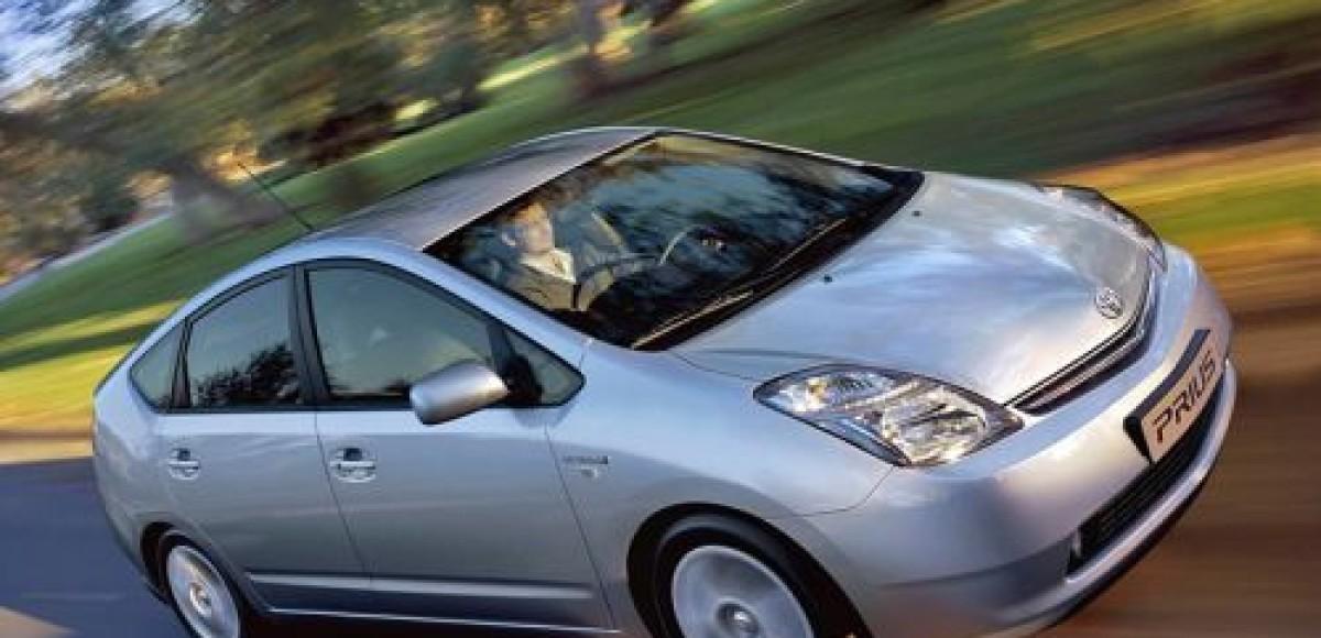 Гибридный Toyota Prius появится в России