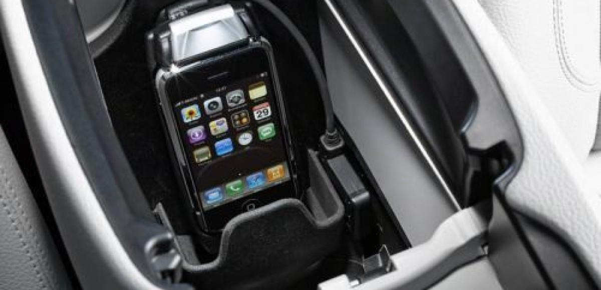 Apple iPhone в Mercedes-Benz. Удобно и безопасно