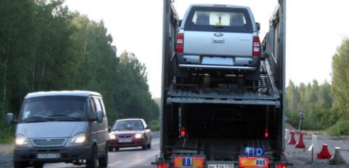 В Петербурге грузовик врезался в автовоз