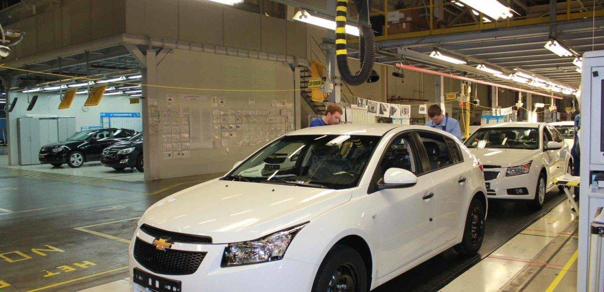 Сразу три российских автомобильных завода приостановили свои конвейеры