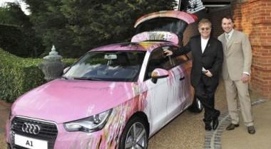 На балу у Элтона Джона продавали розовый Audi