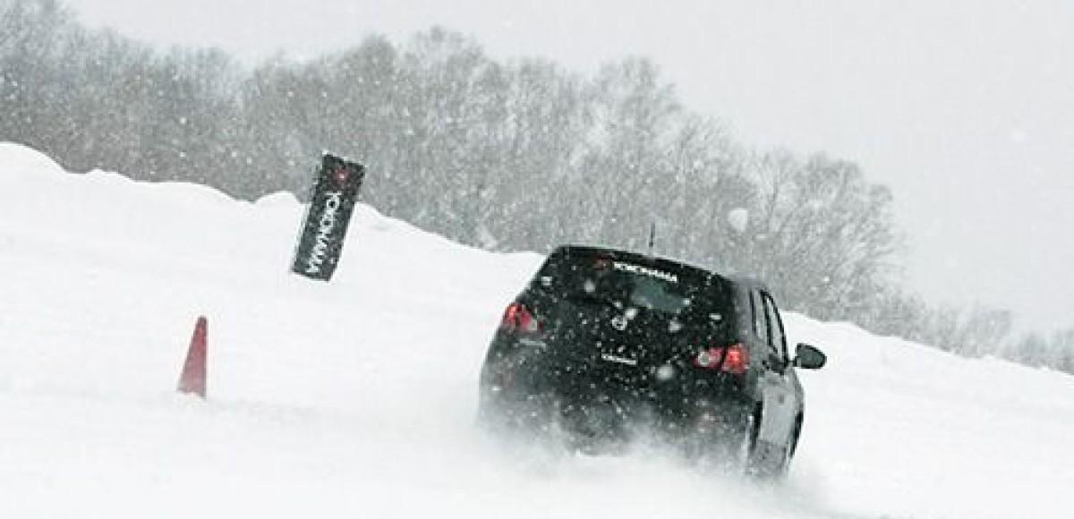 На Ладоге под лед провалились два автомобиля вместе с водителями
