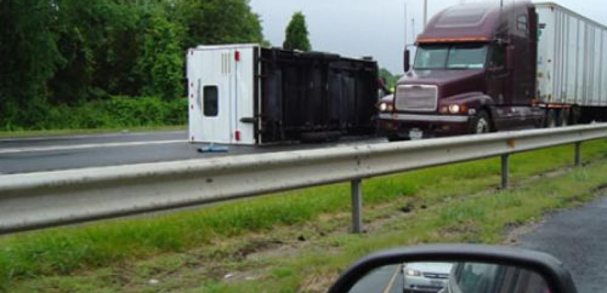 В Саратове грузовик протаранил семь машин: двое погибших