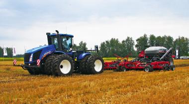 Колесные гиганты и гусеничные монстры: техника CNH Industrial для российских фермеров
