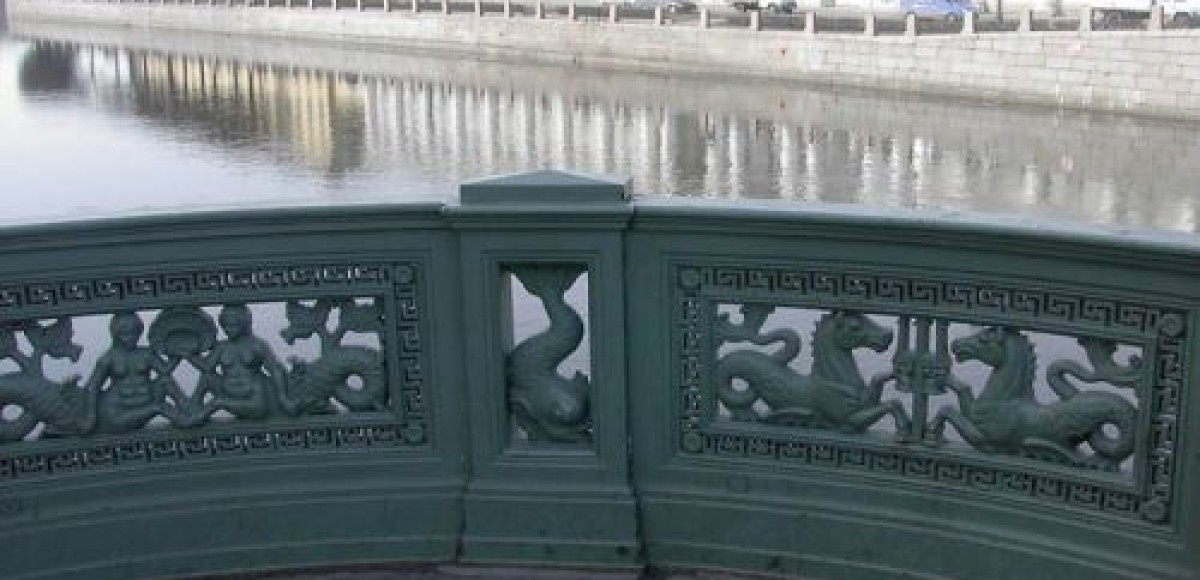Обрушившееся здание привело к изменениям в схеме движения транспорта на Лиговском проспекте в Санкт-Петербурге