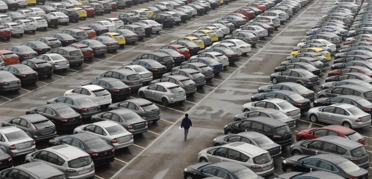 Правительство решает, как помочь автомобильному рынку