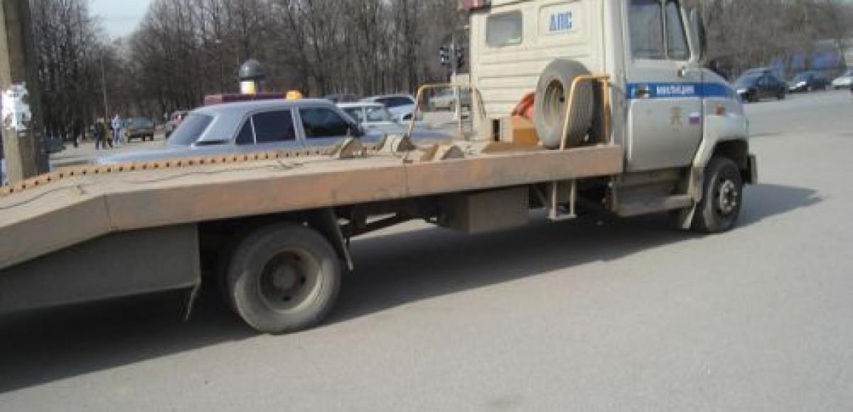 Водитель эвакуатора погиб при погрузке автомобиля