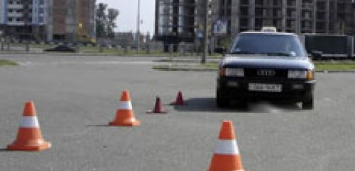 В ГИБДД Москвы будут проводить техосмотры машин даже в новогодние праздники