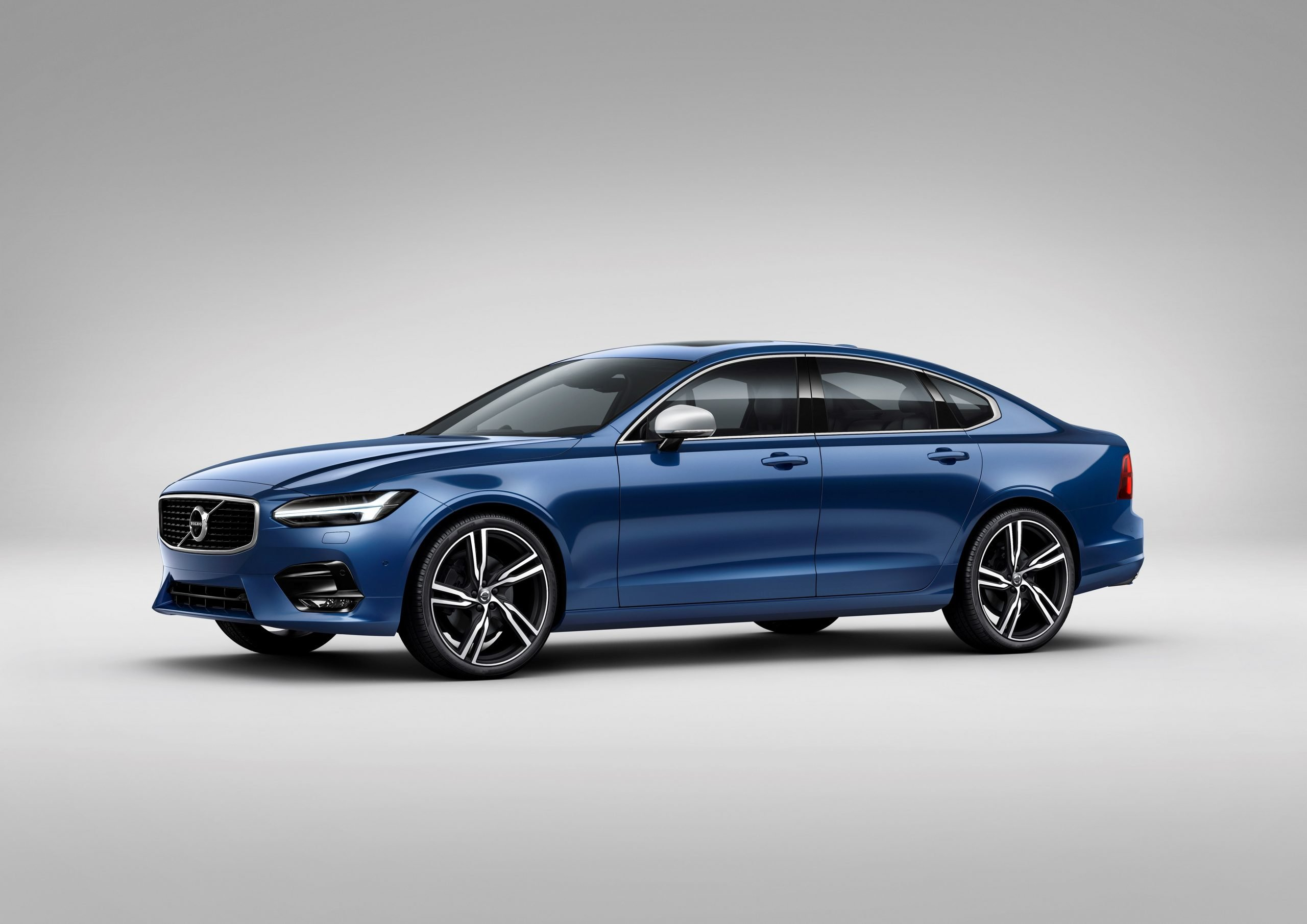 Volvo S90 R-Design: названа цена для России
