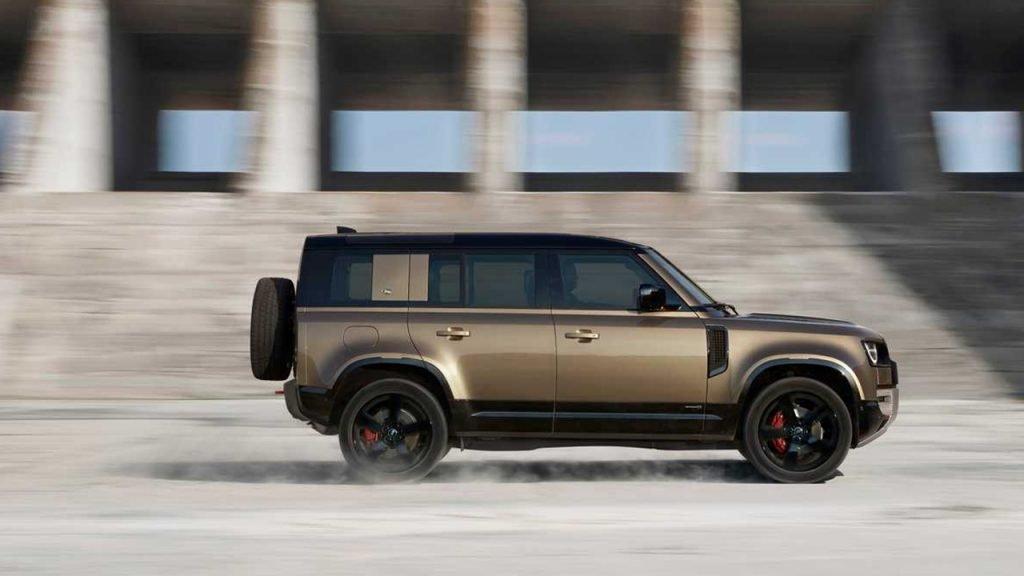 Самый крутой Land Rover Defender будет с двигателем BMW