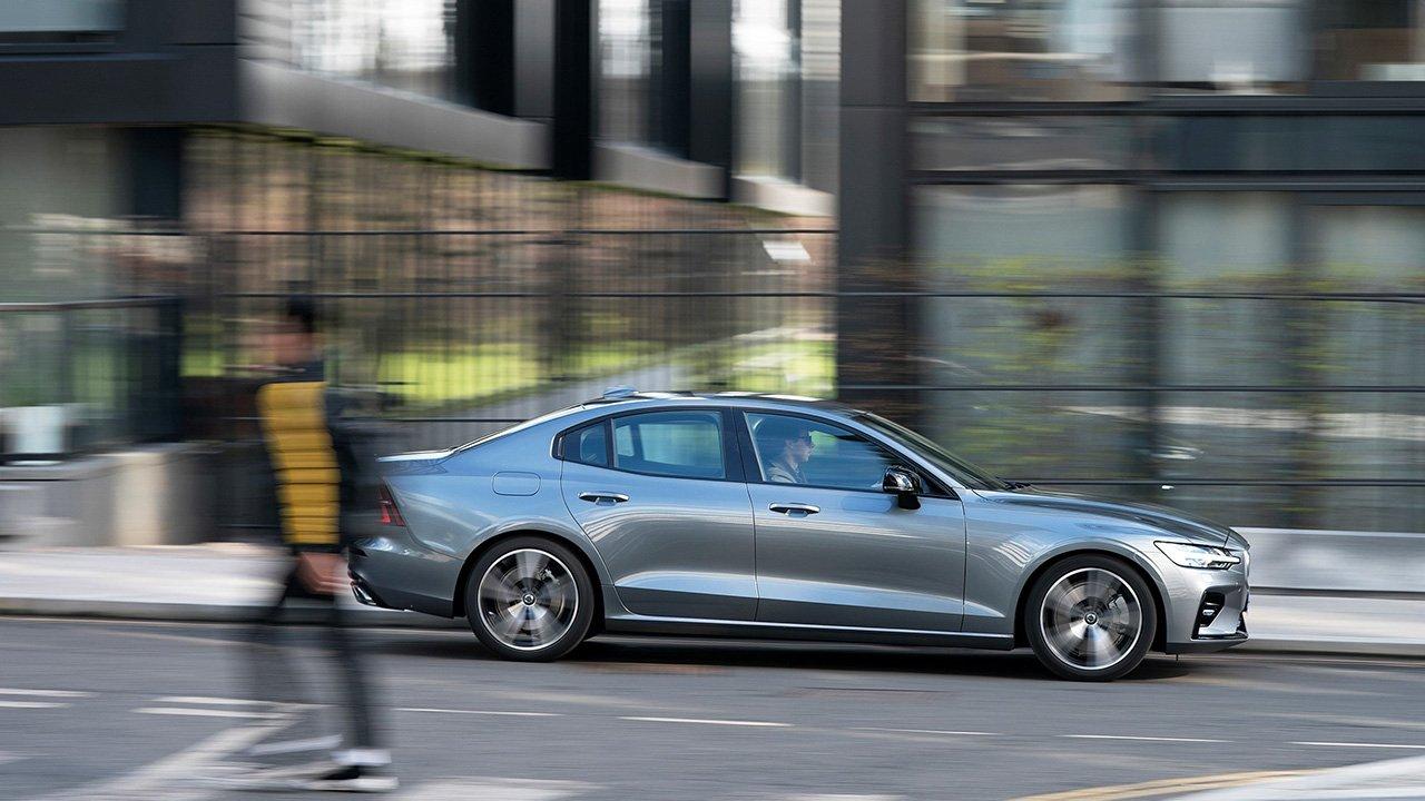 Volvo привезет в Россию доступную версию седана S60