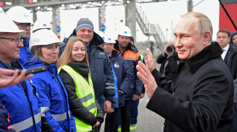 Владимир Путин открыл движение по трассе М-11 «Нева»