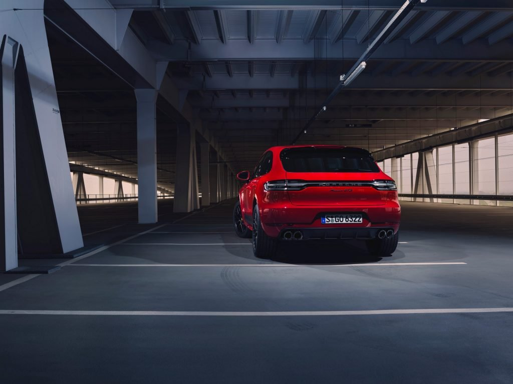 Обновлённый Porsche Macan GTS стал быстрее и дороже