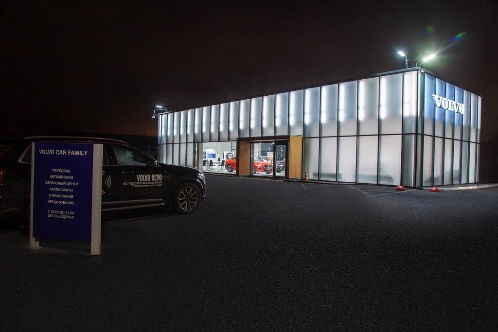 Самый первый автосалон Volvo Cars в Петербурге открылся после обновления