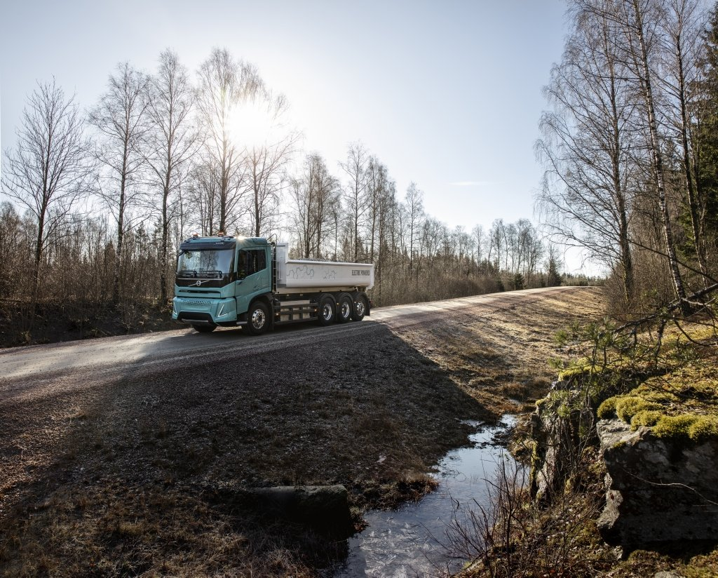 Полностью электрические: Volvo Trucks представила концепты тяжелых электрогрузовиков для строительства и региональных перевозок