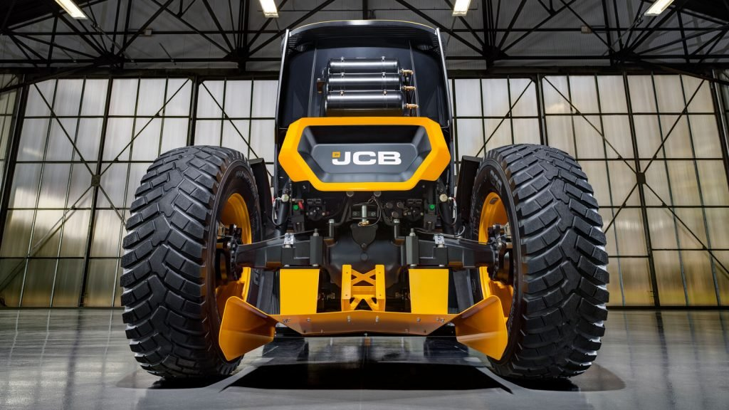 JCB построил самый быстрый трактор в мире