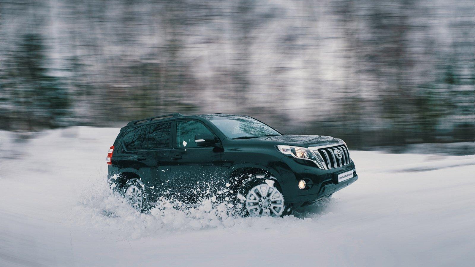 Toyota предлагает скидки до 400 000 рублей