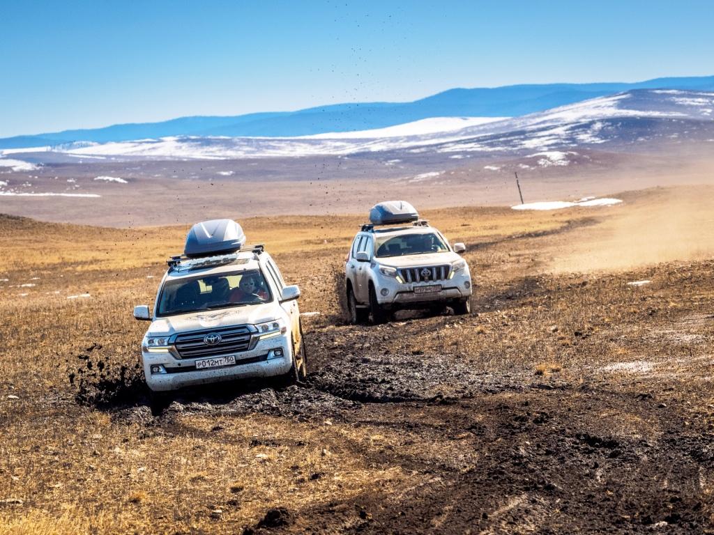 Внедорожники Toyota: покорили Север, теперь покорят Эверест
