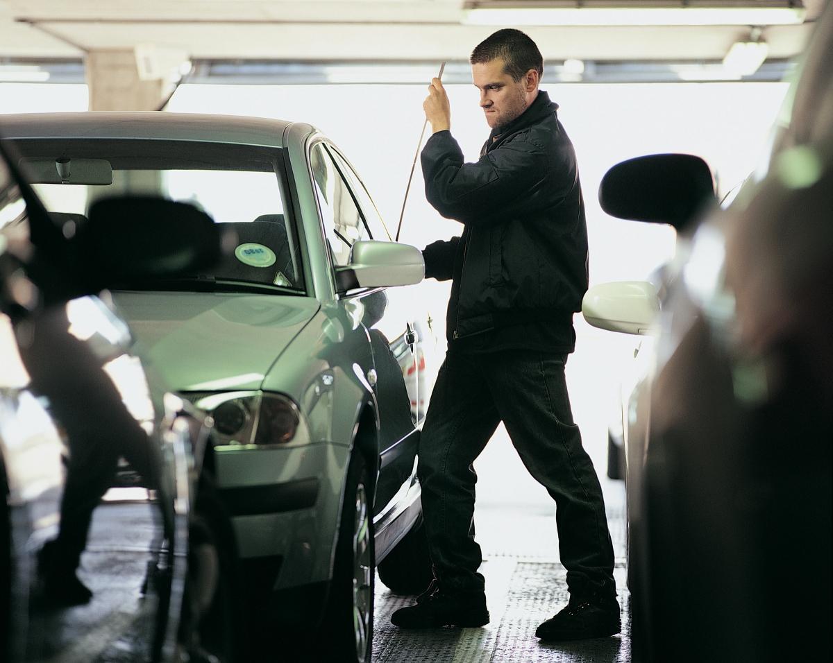 Способы угона автомобилей с помощью глушилок
