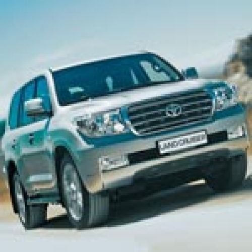 Toyota Land Cruiser 200. Культ личности