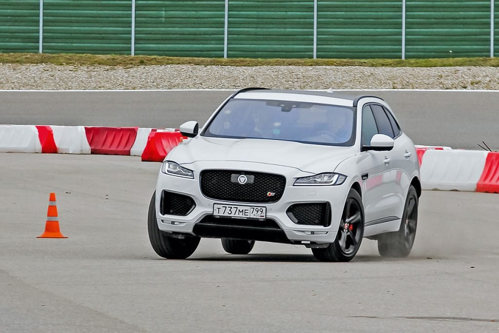 Jaguar I-Pace против Jaguar F-Pace. Кошкам подхвост незаглядывают
