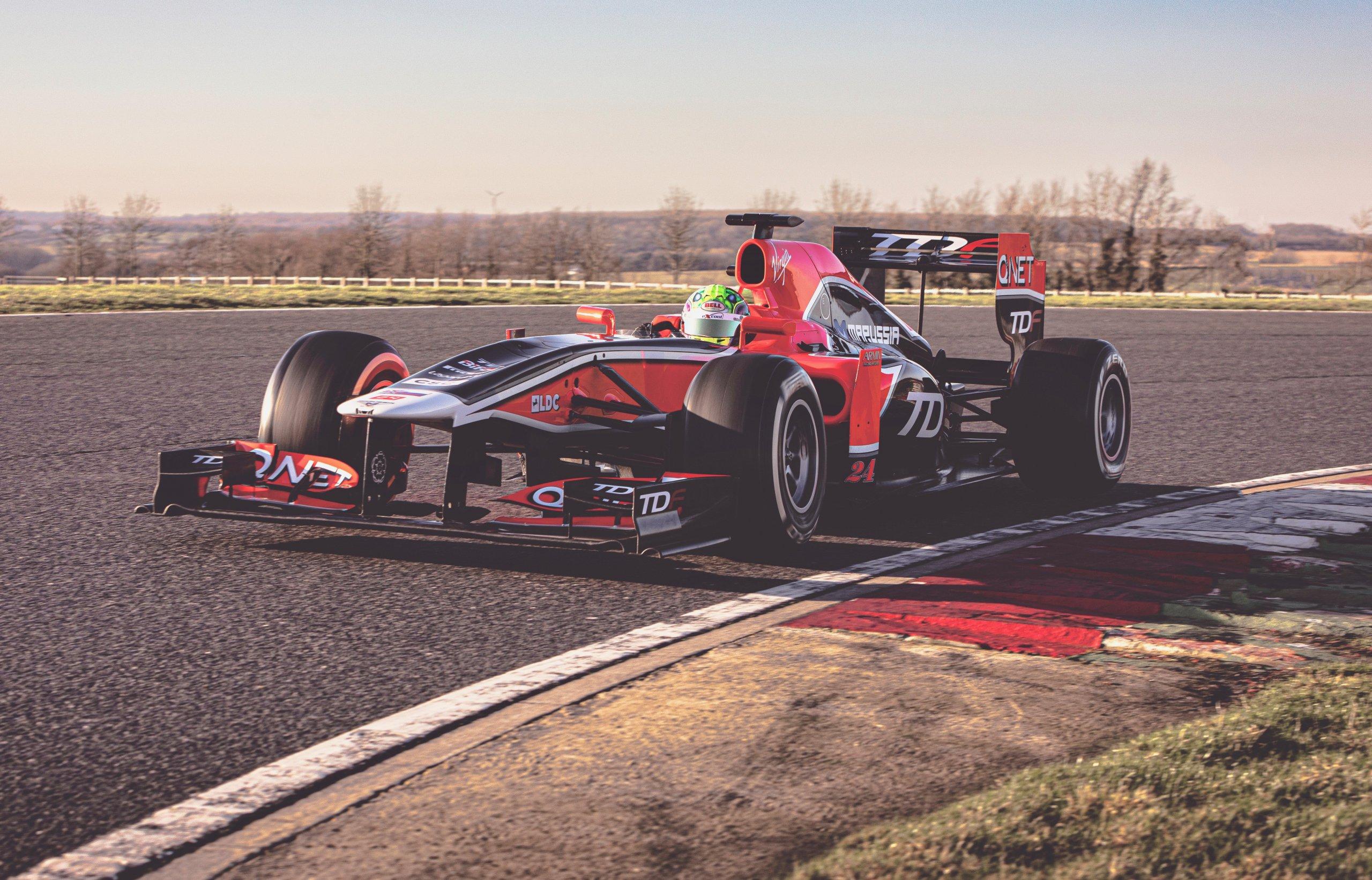 Болид команды Marussia сделали доступным для простых смертных