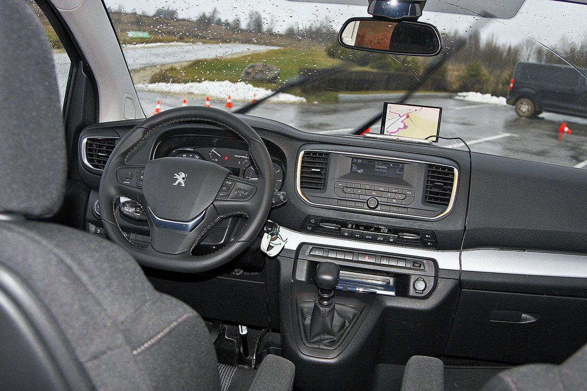 Тест Peugeot Traveller 4х4: французская «буханка» в российской грязи