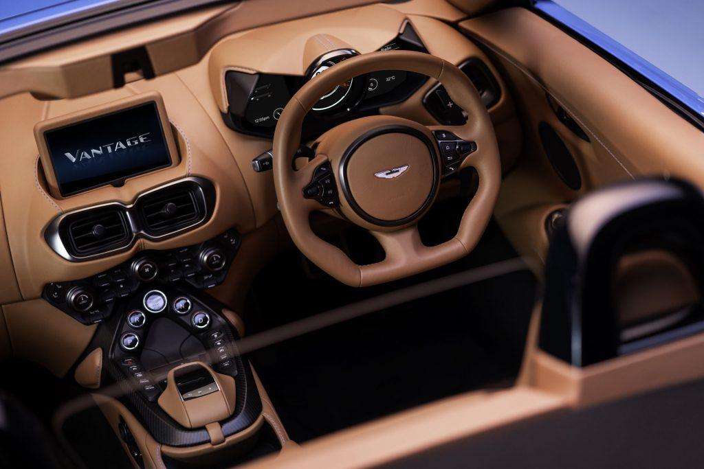 Родстер Aston Martin Vantage складывает крышу быстрее всех