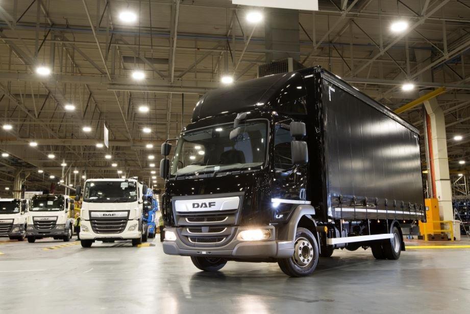 В Лeйланде с конвейера сошел 10000-й грузовик DAF с заводской надстройкой
