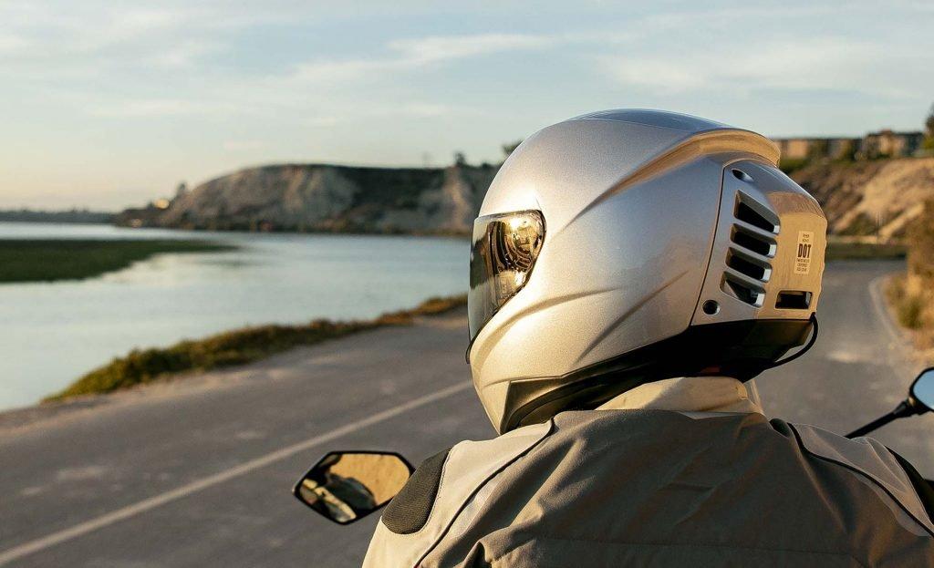 Мотошлем-скафандр: гениальное изобретение или чудовищная глупость?