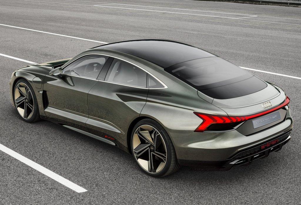 Серийный Audi E-tron GT дебютирует осенью