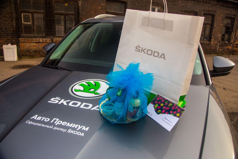 В Питере автодилер организовал бесплатную доставку подарков особенным детям